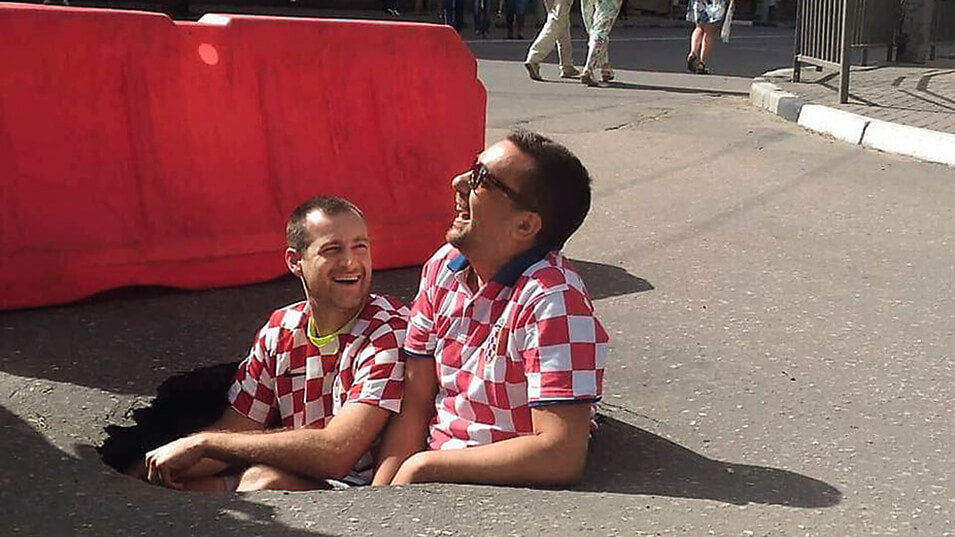 Croatians in pothole