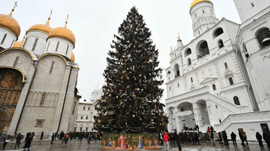 New Year's tree in Cathedral Square in the Kremlin