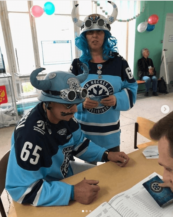 Viking hockey players at Russian elections